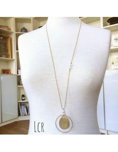 Sautoir perles de verre blanc, grande plaque laiton