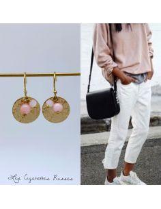 Boucles d'oreille pièce laiton martelée perles roses