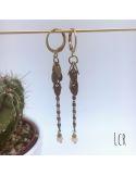 Boucles d'oreille chaîne feuillus, perle de verre rose pâle