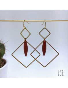 Boucles d'oreille duo de carrés laiton, navette émaillée rouge