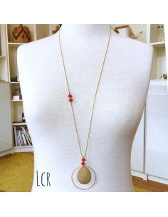 Sautoir perles de verre rouge orangé, grande plaque laiton