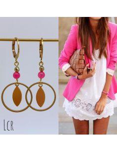 Boucles d'oreille anneau et feuille laitonavec perle jade teinté rose fushia